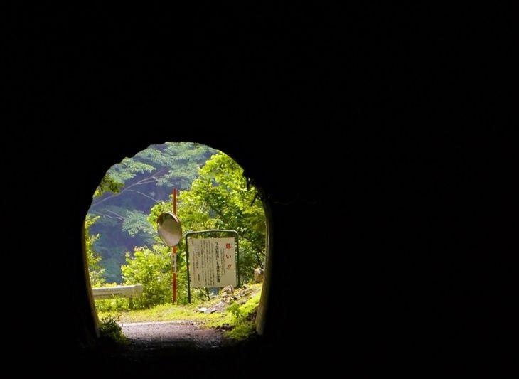 真っ暗闇!新青崩隧道のトンネルは怖いほどにスリリング
