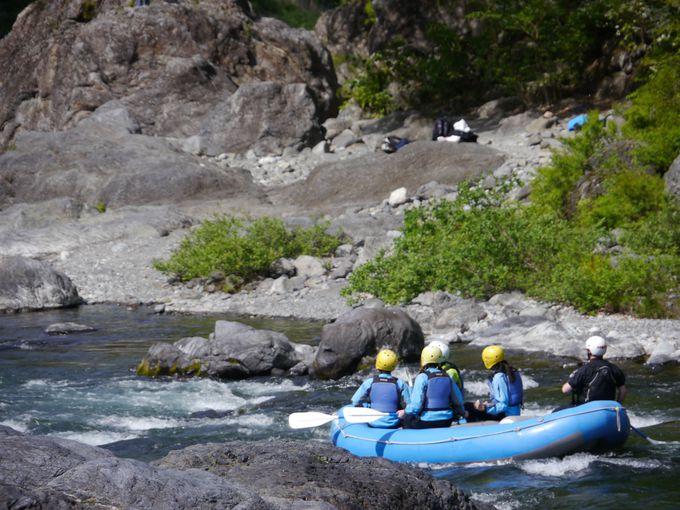 御岳渓谷で多摩川をラフティング