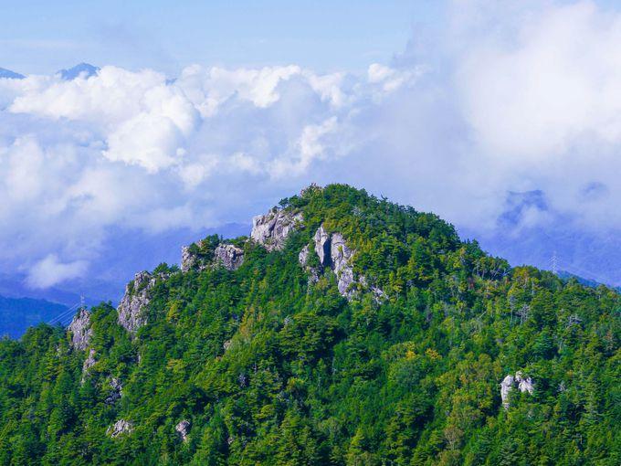 真っ二つの桃太郎岩、瑞牆山の核心部へ