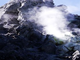"""""""上高地の生みの親""""は噴煙撒き散らす焼岳!活火山あるところに名景あり"""
