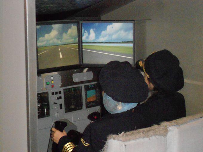 ANAの飛行機を本当に操縦しているみたい。「飛行機」でパイロット体験。