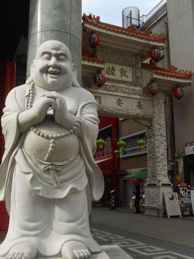 日本三大中華街の一つ神戸南京町。100を超える店舗が軒を連ね、異国情緒あふれる神戸の人気観光スポット。