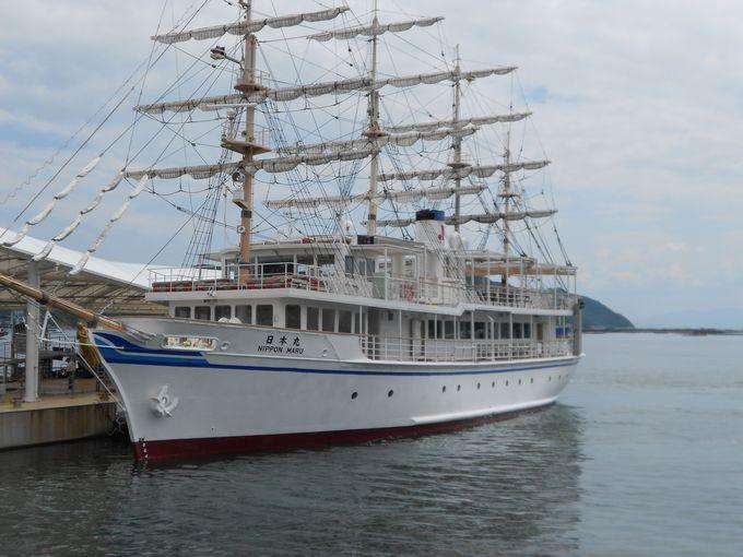 「咸臨丸」と「日本丸」のレプリカ船で約1時間の渦潮クルーズ。