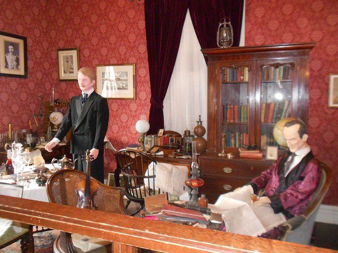 リアル!ホームズやワトスン博士の書斎が再現。
