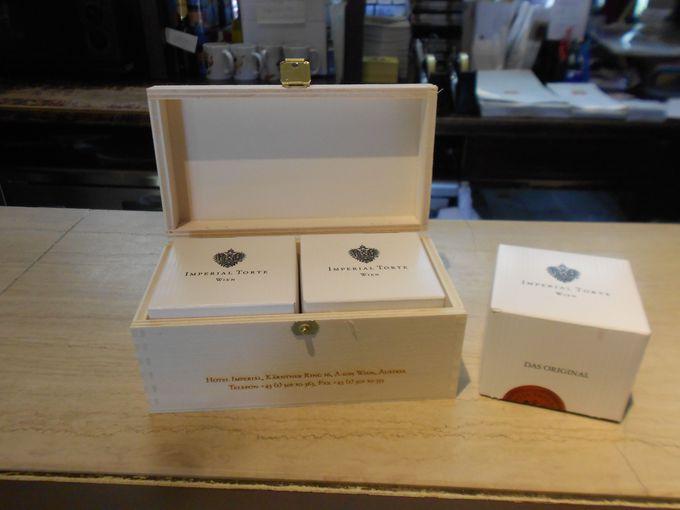 お土産ショップでは、ホテル・インペリアルから直送されたインペリアル・トルテが購入できる!