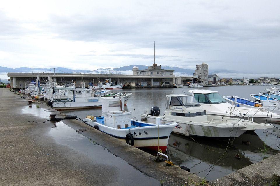日本海の魚が集まる黒部の魚の駅で、海鮮三昧の至福な時間を!