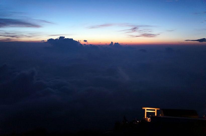 夜明け前の風景に見惚れる!