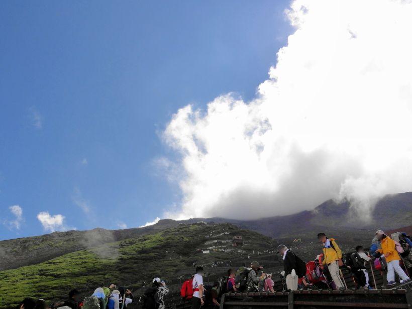 日本人なら1度は登りたい山「富士山」