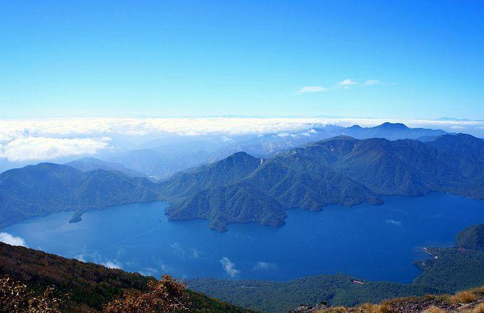 開山の祖・勝道上人がただ恍惚として眺めたという絶景の山頂!