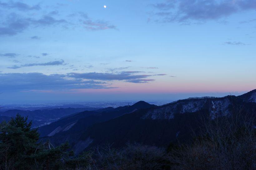 夕暮れ空と関東平野の景色が見事!