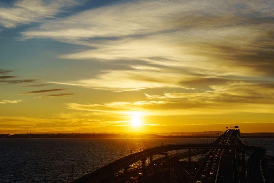 川崎方面から、房総半島への近道!画になる絶景パーキングエリア「海ほたる」