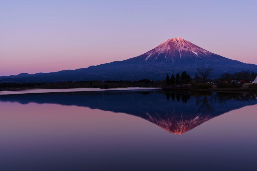 夕日に染まる「赤富士・紅富士」