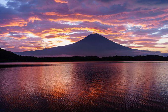 真っ赤に染まる「朝焼け富士」