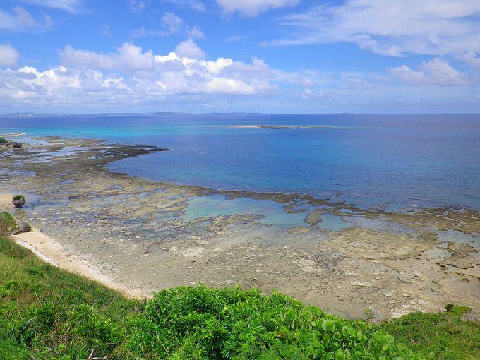 左手の眺望は与勝半島から津堅島