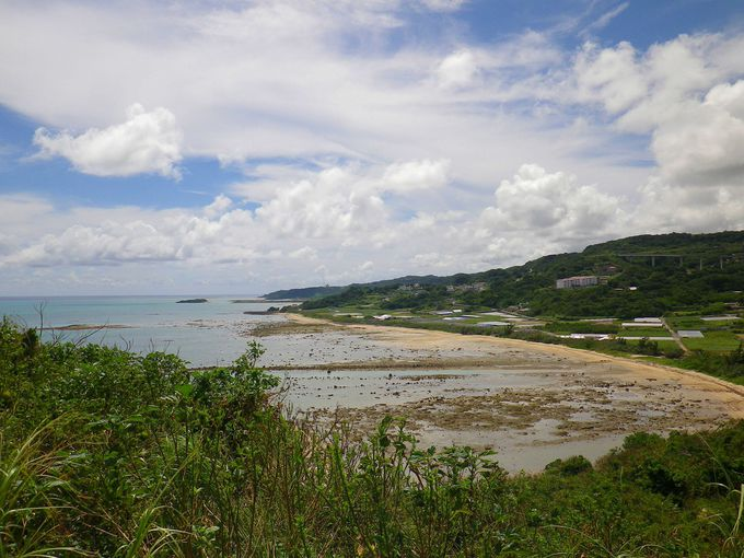 右手の眺望は新浜ビーチ
