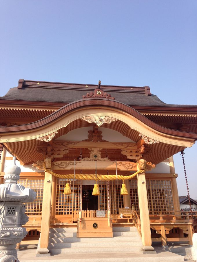 真新しい「白蛇神社」にお参り