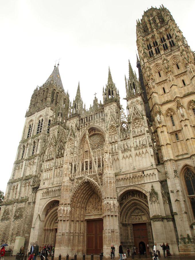 光を受けて変わるルーアン大聖堂!モネを意識する写真術