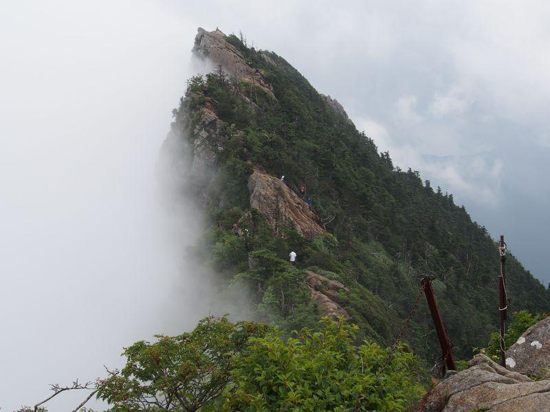 西日本最高峰!まるでマッターホルンの愛媛・石鎚山を登ろう!