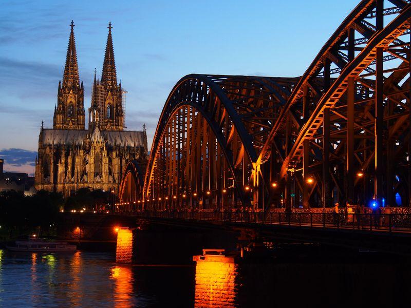 世界遺産・ケルン大聖堂!サグラダファミリア越える建築期間632年の超大作!