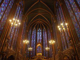 フランスで教会の聖なる光の芸術、ステンドグラス巡りをしよう!