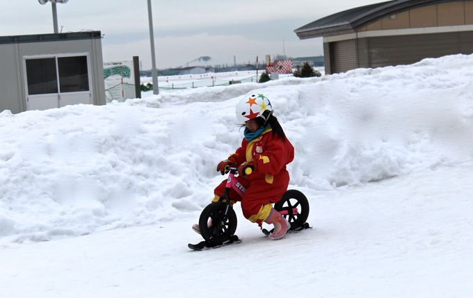 滑っても転んでも楽し!幼児の外遊び応援