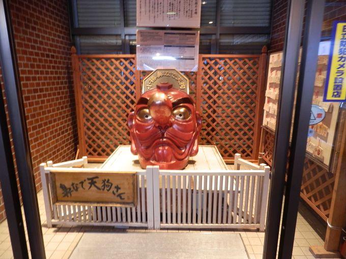 天狗神社の「鼻なで天狗さん」