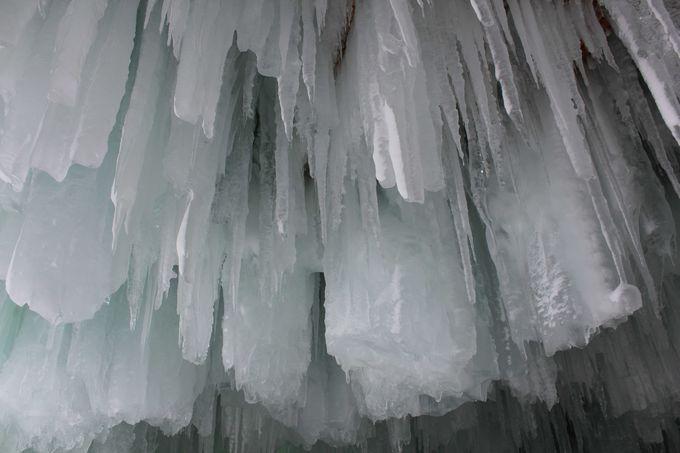 かまくらの中の氷柱