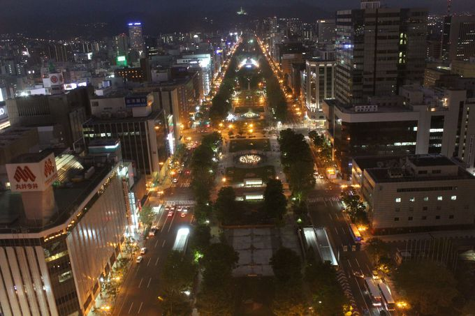 イベントの日、展望台から見た夜の大通公園です。