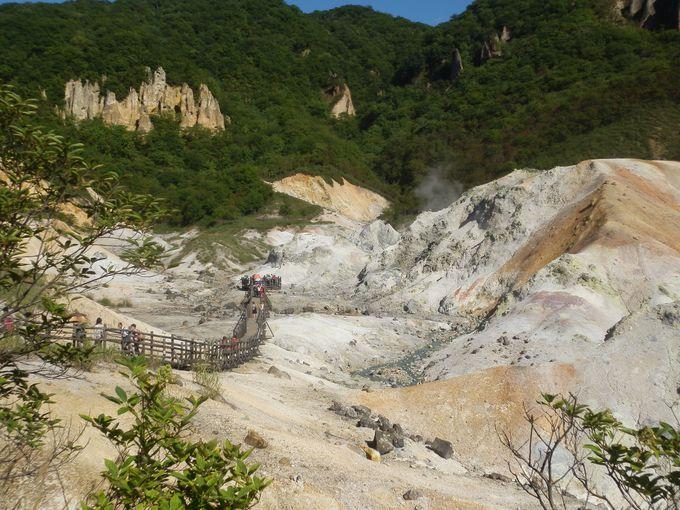 温泉旅行で是非お勧めしたいのが、鬼が潜む「登別温泉地獄谷」