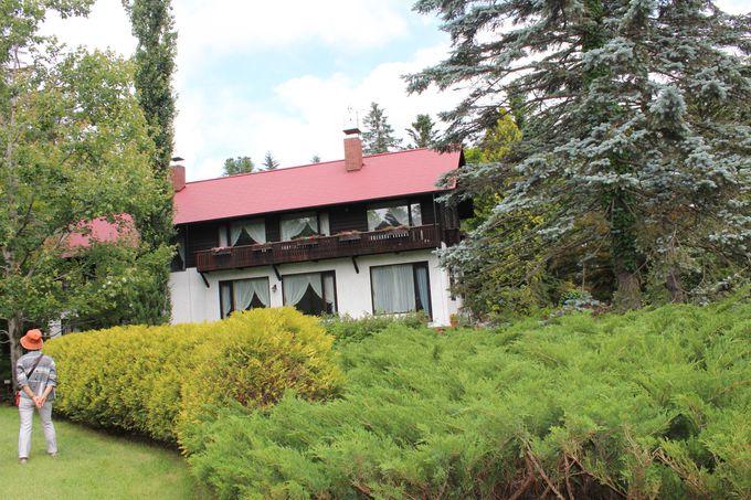 赤い屋根の家が撮影スポットに!