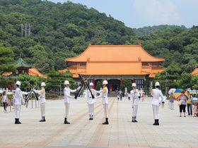 イケメン兵士の衛兵交代式が人気!台北「忠烈祠」