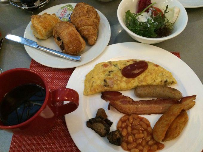 国際色あふれる朝食