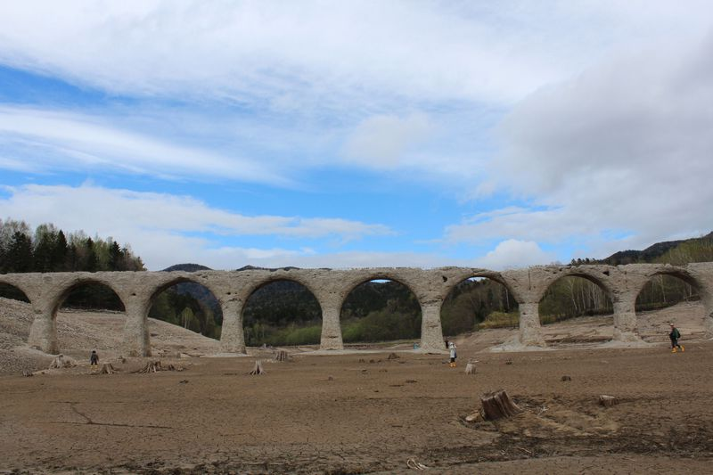 今や崩壊の危機!北海道上士幌町「幻のタウシュベツ橋」