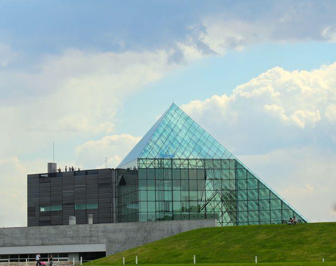 モエレ沼公園を象徴する「ガラスのピラミッド」