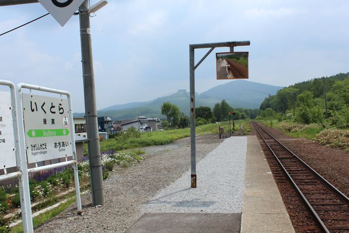 二つの駅名を持つ「幾寅・いくとら」駅ホーム