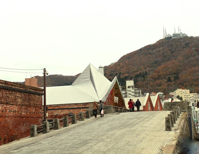 函館観光の定番といえばココ「金森赤レンガ倉庫」
