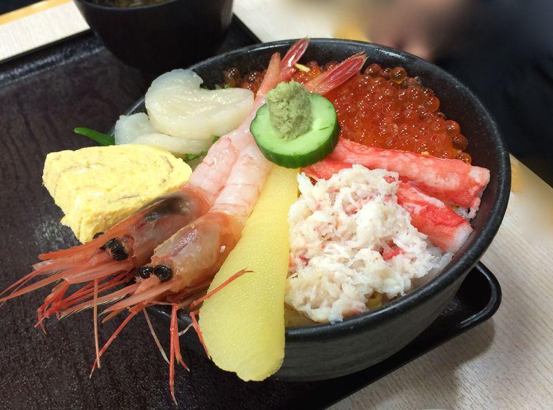 函館朝市・どんぶり横丁市場「恵比寿屋食堂」旨いもの4選
