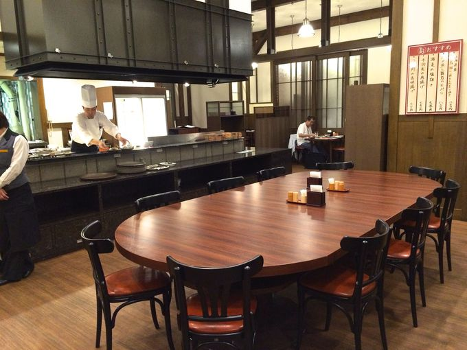 オープンキッチンのある、広々とした店内!