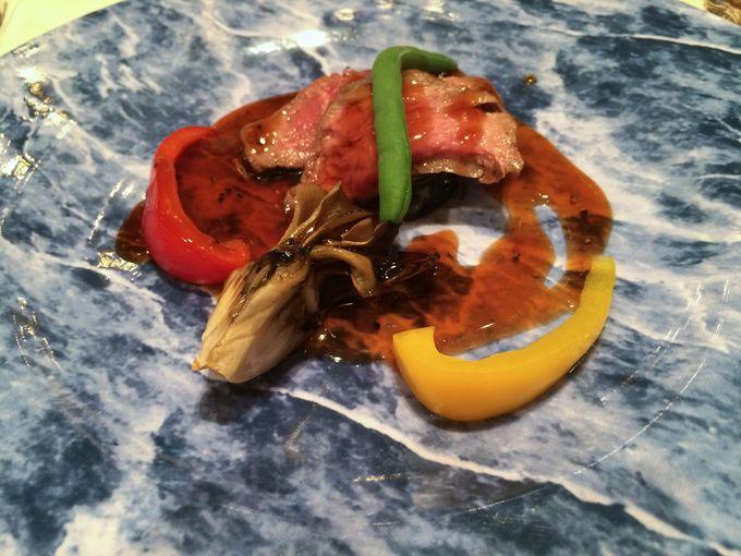 メインディッシュは「道産牛フィレ肉の香り焼黒胡椒ソース」