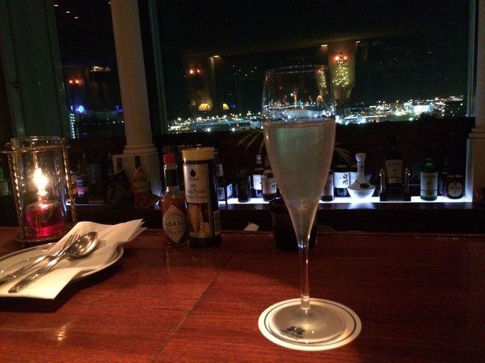 11階スカイバー「サンセットラウンジ」からロマンチックな夜景が!