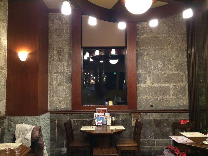 小樽バインの重厚な建物にアンティークな内装が素敵!