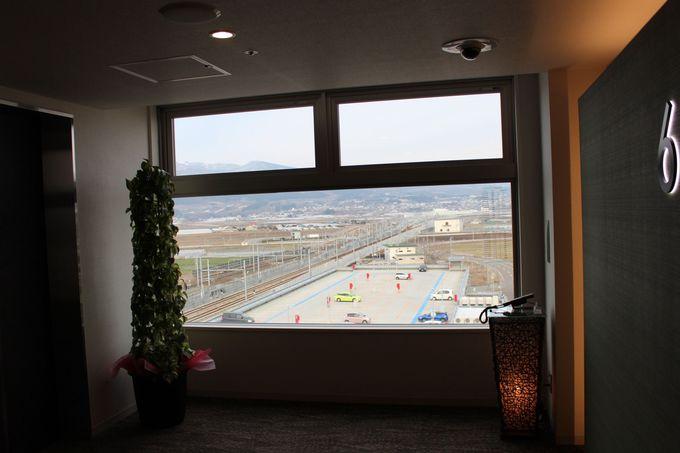 客室の窓から新幹線を独り占め!