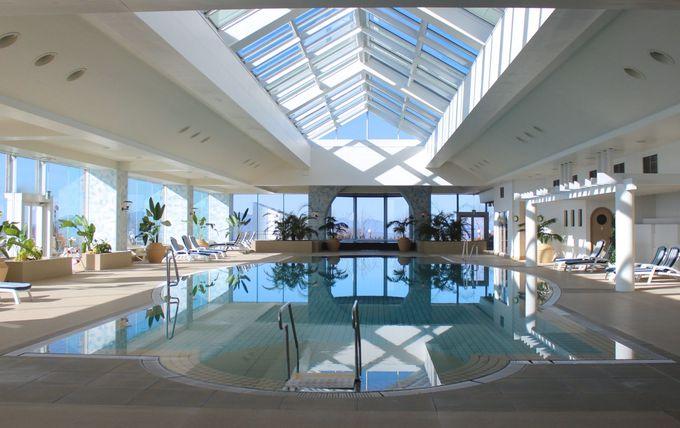 ホテル内の洞爺湖温泉「山泉」とプール施設