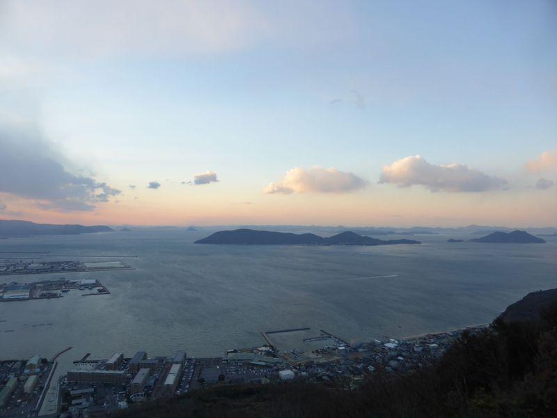 瀬戸内海国立公園屈指の景勝地「屋島」。壮大なパノラマが楽しめる「獅子の霊厳」で勝利を勝ち取りましょう