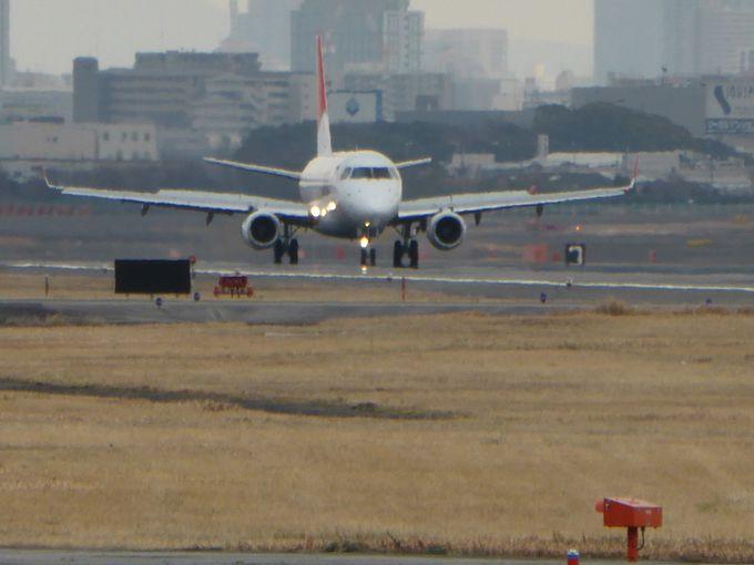 飛行機が自分に向かってくる?空港北側「エアフロントオアシス下河原」は飛行機がど〜んと近く感じる