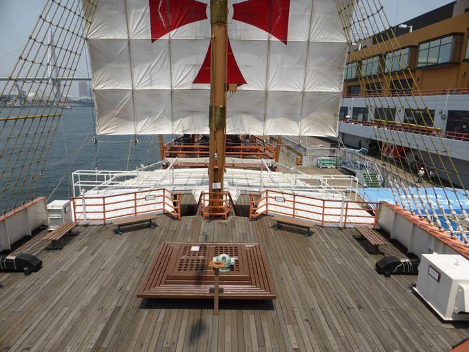 甲板はゆったりと展望を楽しめるスペース