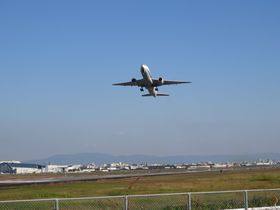 目の前で飛行機が離陸!伊丹空港至近・猪名川堤防は必訪のスポット