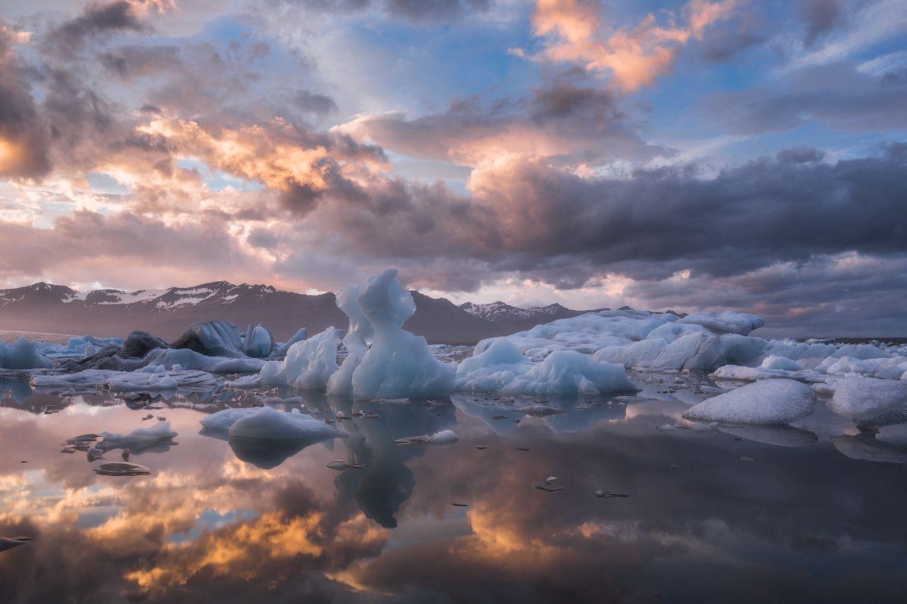 「氷河ハイキング」で氷の世界を絶景散歩