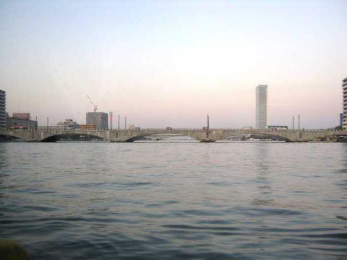 水上バスから見える万代橋