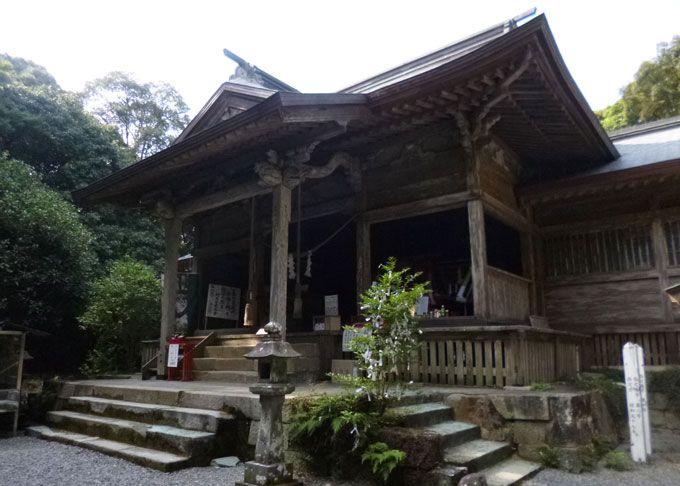 鬼が造った階段も?知る人ぞ知るパワスポ「東霧島神社」